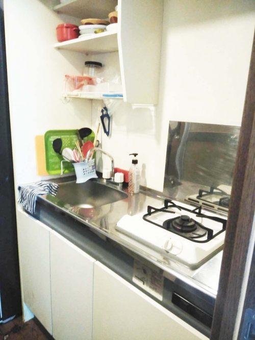 実習生の寮のキッチン01